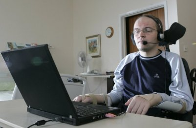 in hospital in Aylesbury, England learning to use voice recognition software, February 2007 REUTERS